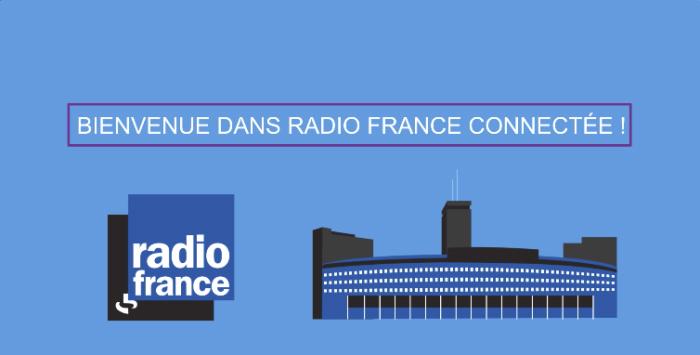 Ilustração de uma empresa com uma antena em cima do lado direito da tela, do lado esquerdo, a logo da Radiofrance, e acima do dois, uma frase